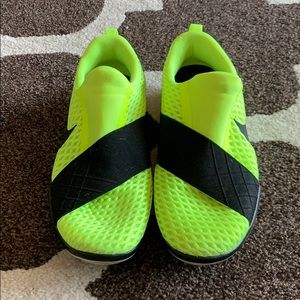 Size 8, Yellow Nike Free Connect